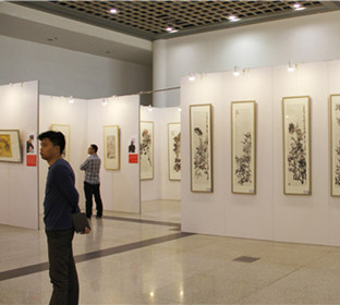 Application of Seamless Exhibition Board in Professional Art